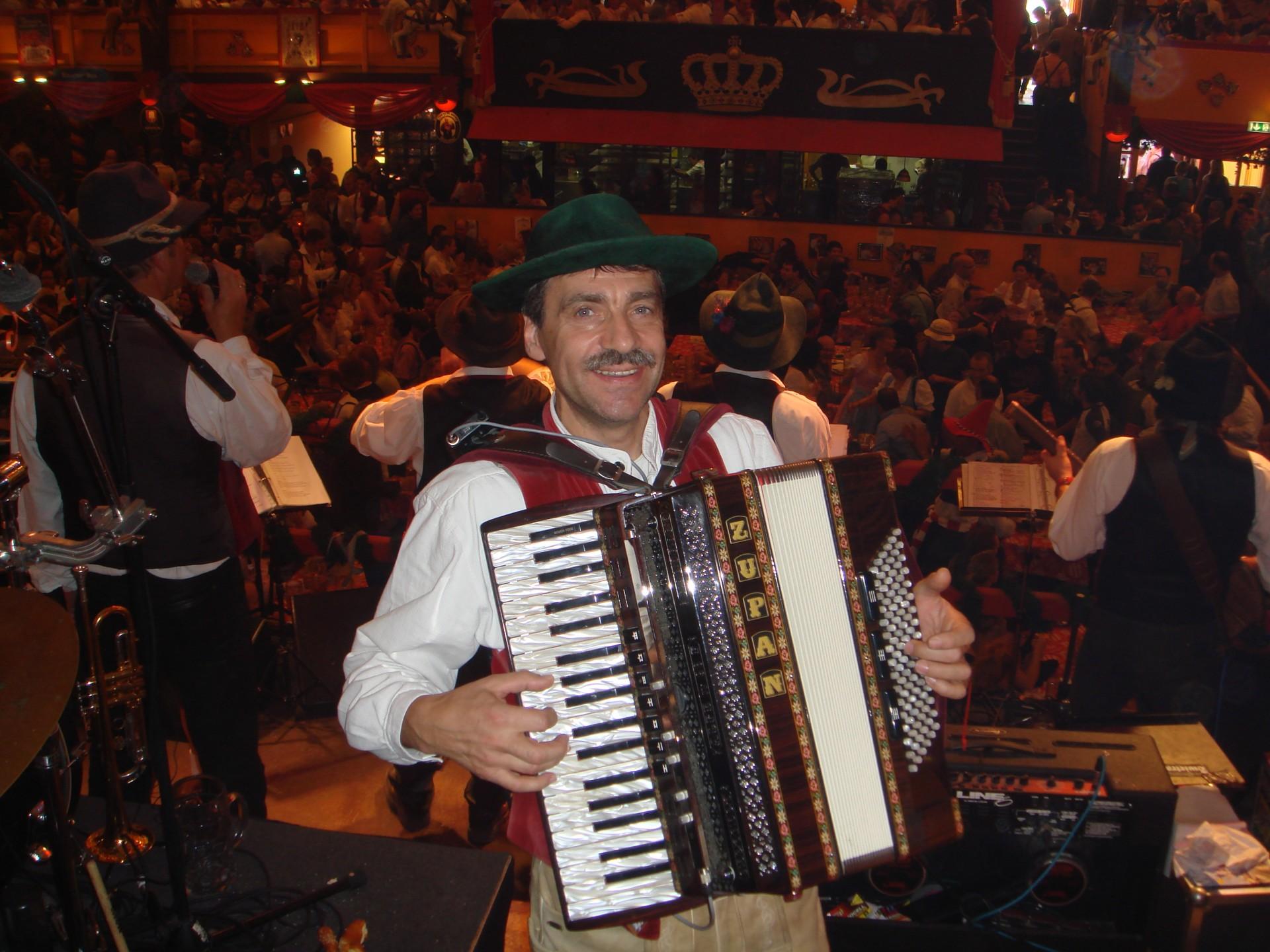 Simmisamma die Oktoberfestband – Konzert Hippodrom Oktoberfest München Deutschland 105