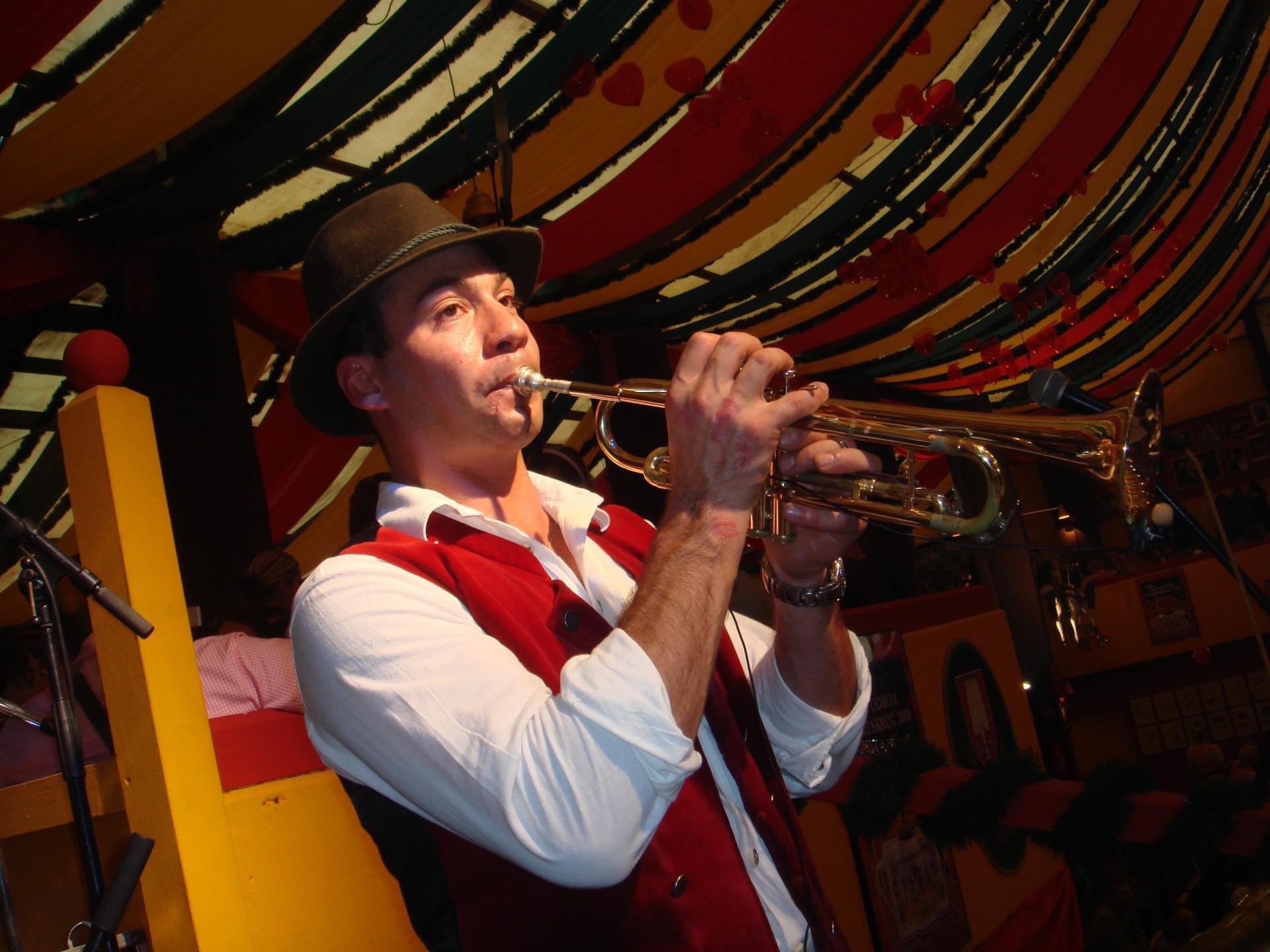 Simmisamma die Oktoberfestband – Konzert Hippodrom Oktoberfest München Deutschland 70